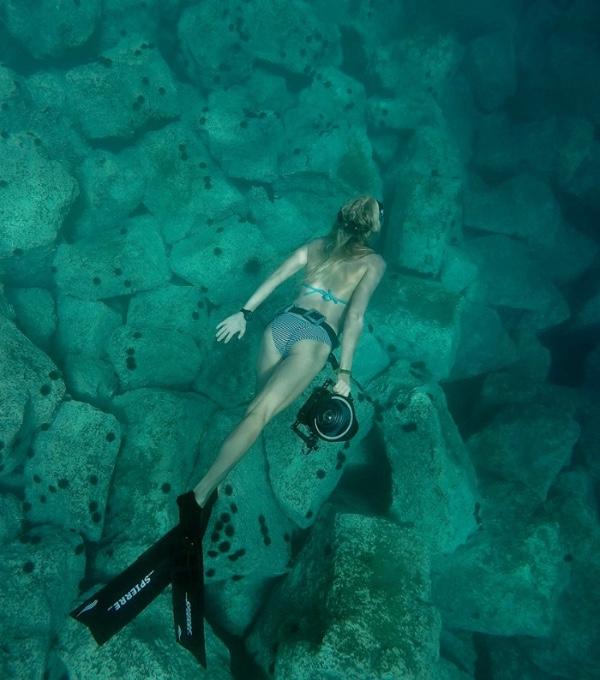SEA OF IMAGES by Nanna Kreutzmann